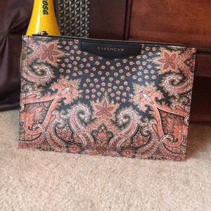 🧿 PRICE FIRM 🧿 Givenchy Paisley Envelope Clutch